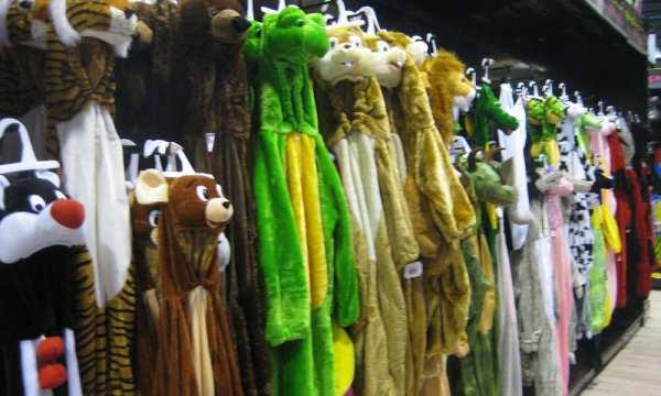 F te ci f te a de 18 000 d guisements en stock la m zi re rennes lan - Magasin de tissu rennes ...